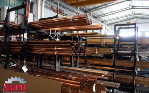 Tubos de cobre en el almacén de Alsimet