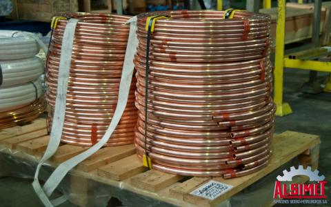 Tubo de cobre en el almacén de Alsimet